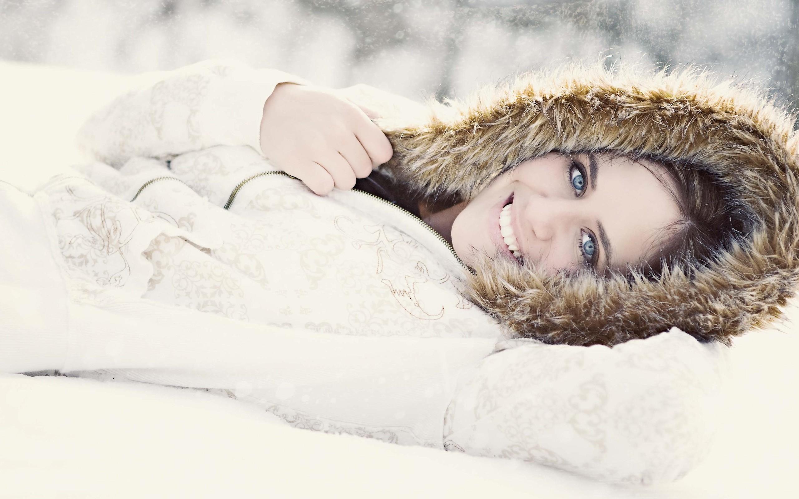 позы для фото лежа в снегу наполнят