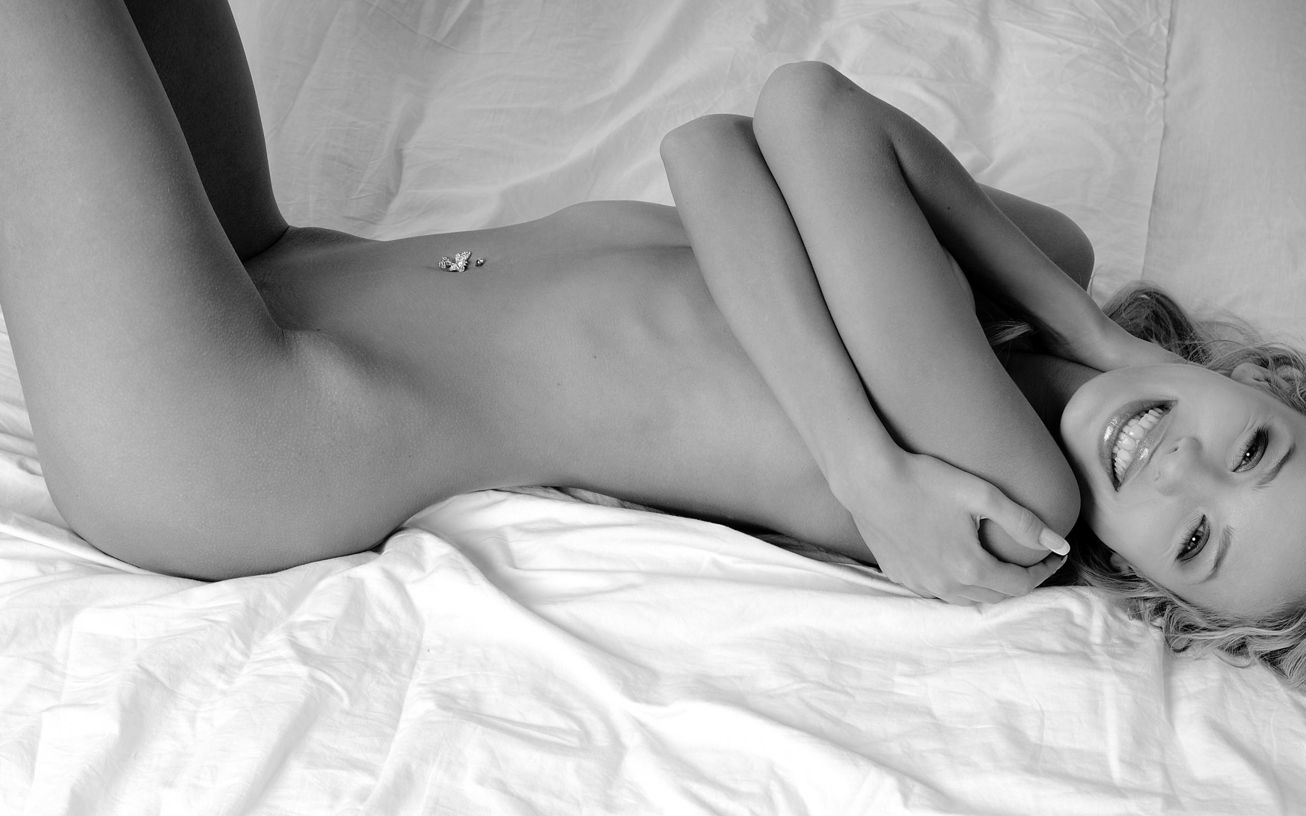 legkaya-erotika-na-foto-gigantskiy-huy-mezhdu-ogromnih-sisek