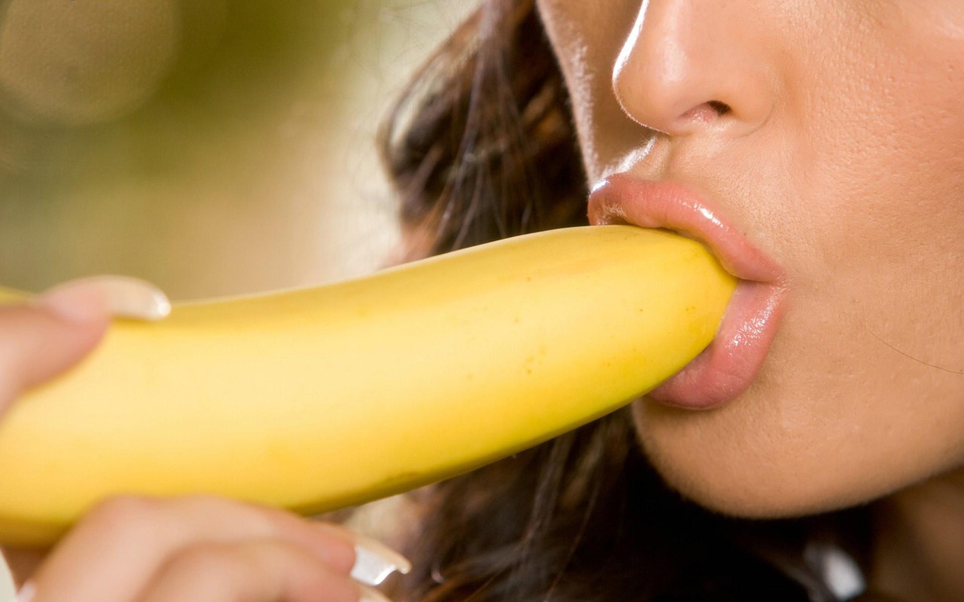 эротика девушки с бананом