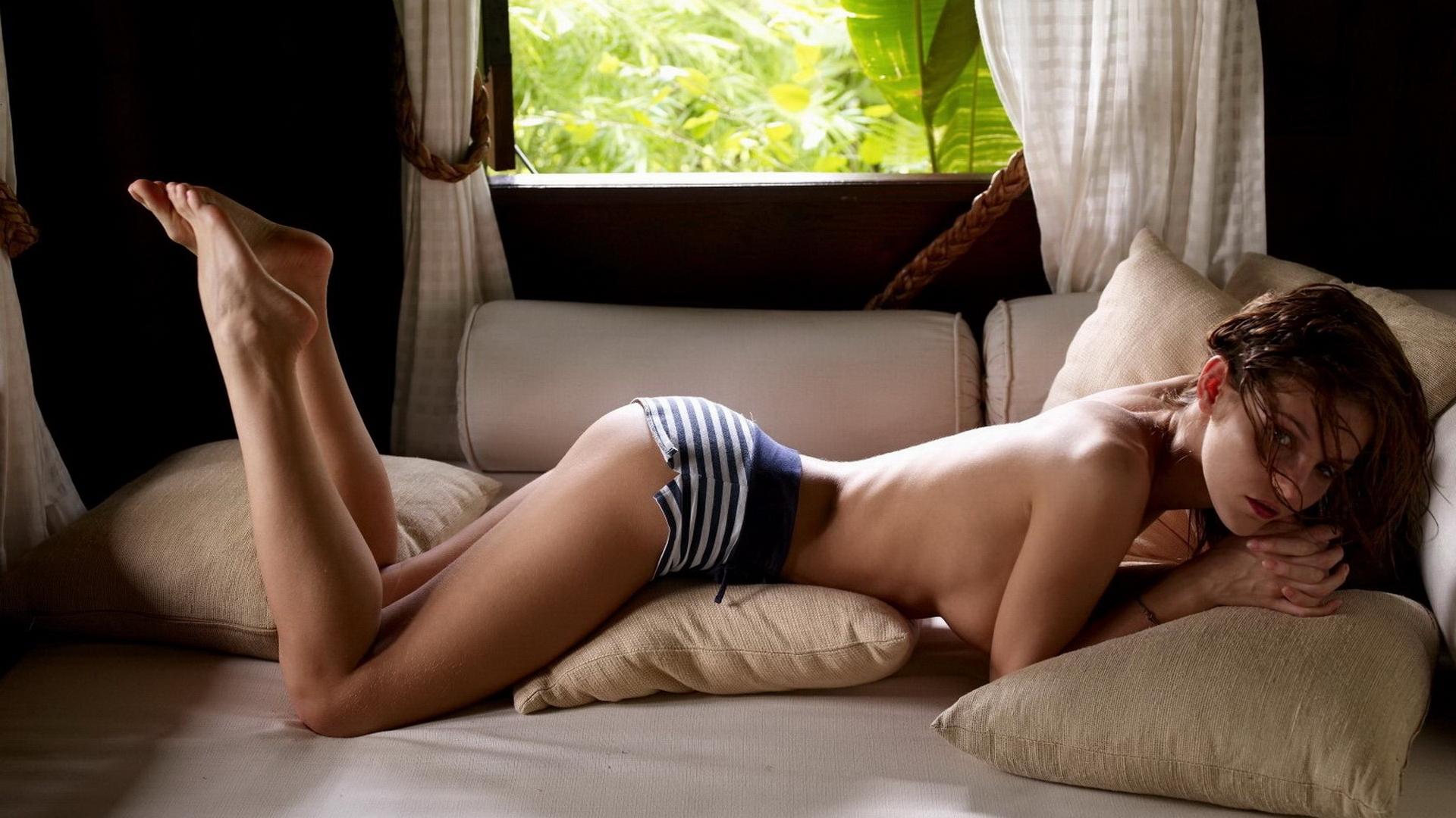 lezha-na-zhivote-hd-porno