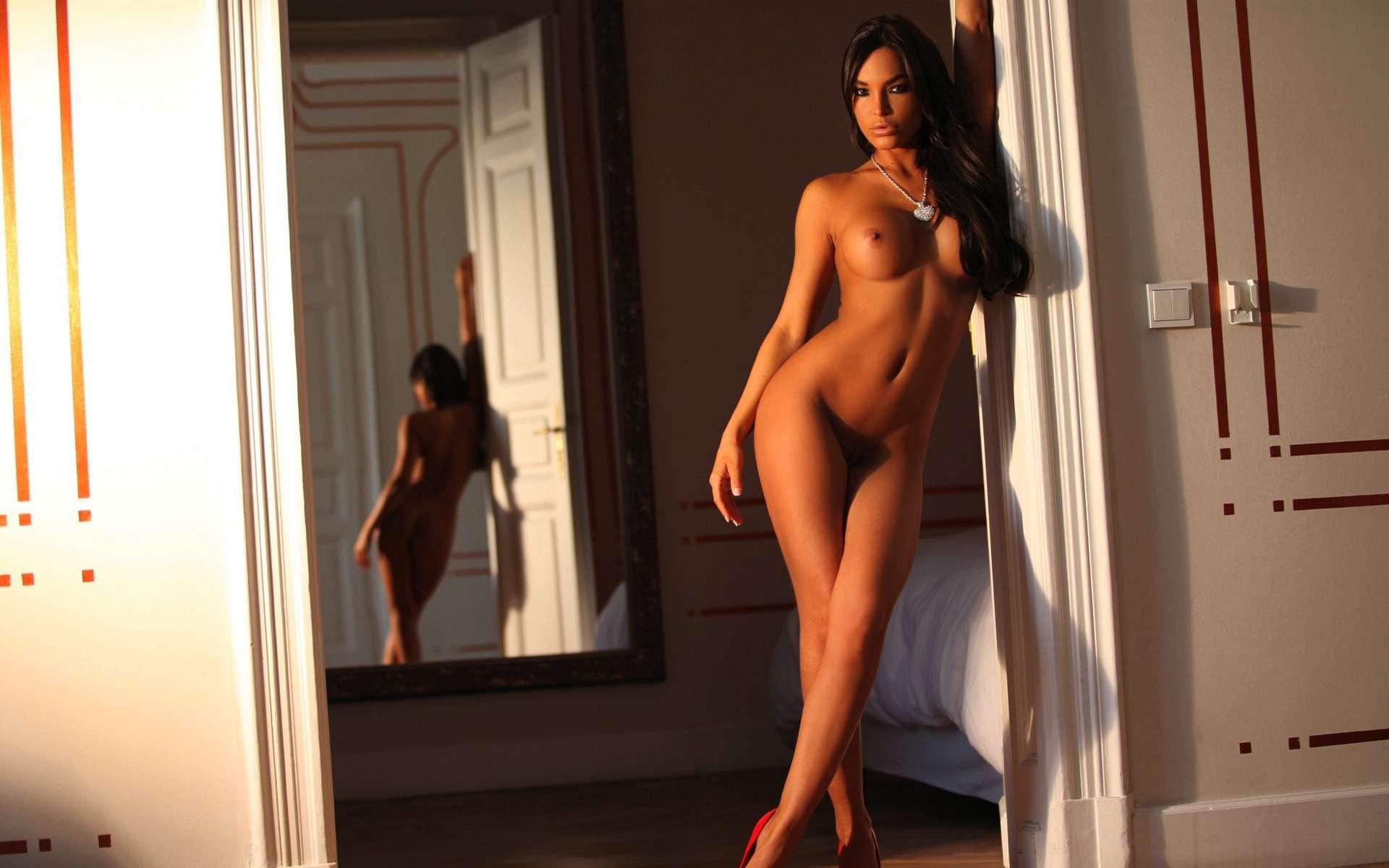 голые девахи в хорошей фигурой слущивающихся волосков