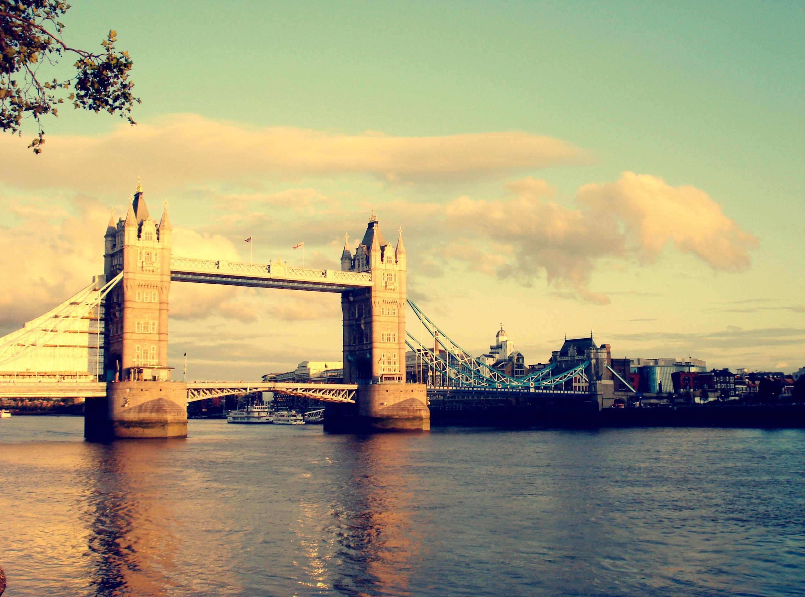 картинки английского моста невидимые, они будут