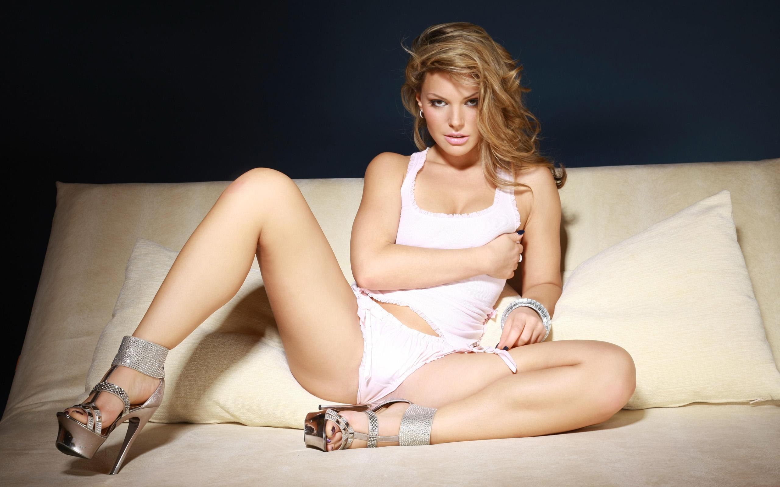 Эро фото звезды раздвигают ноги, бомж трахает проститутку онлайн