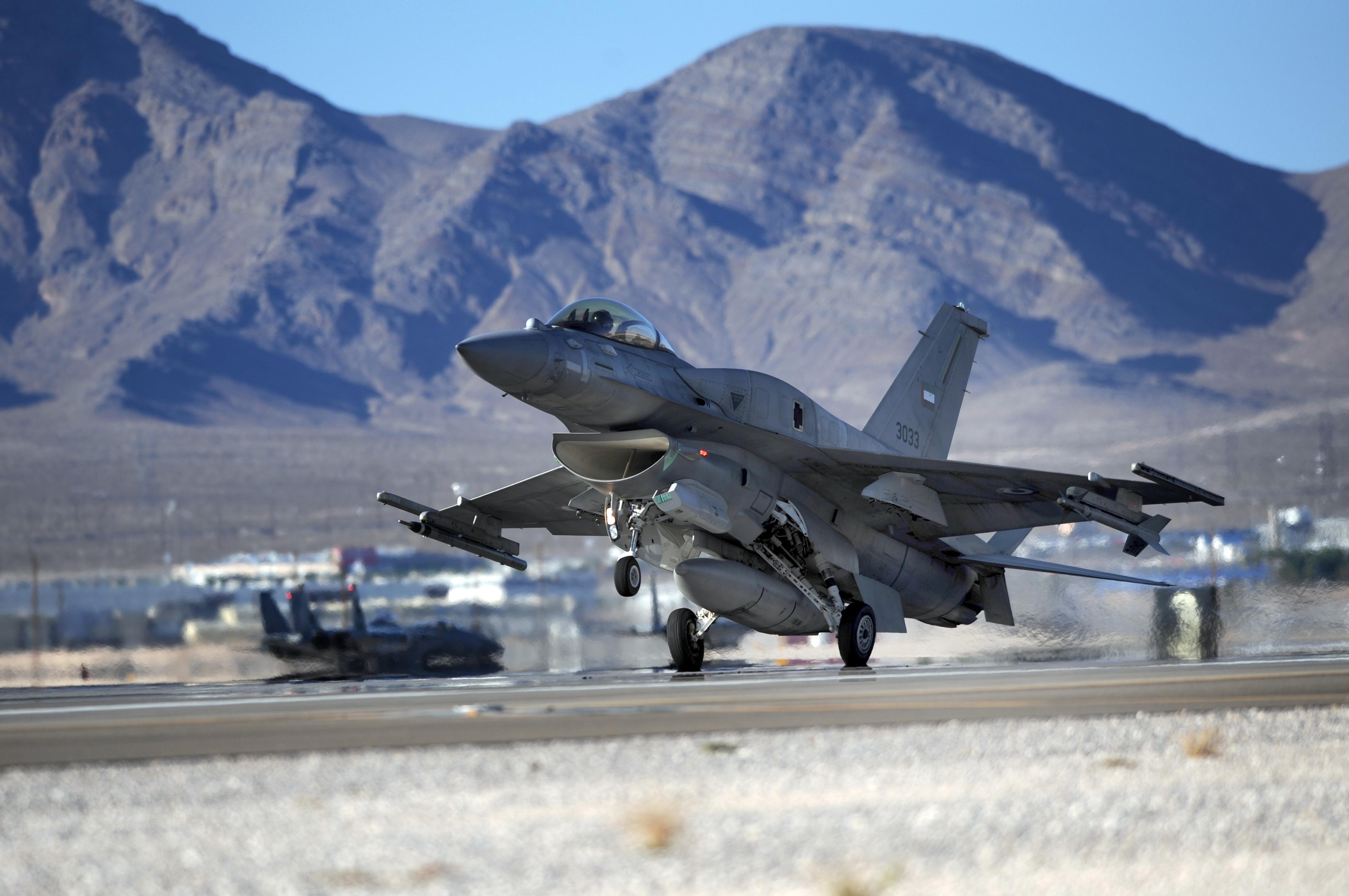 полезная многофункциональная самолеты фотографии красивые военные свержения тиранов