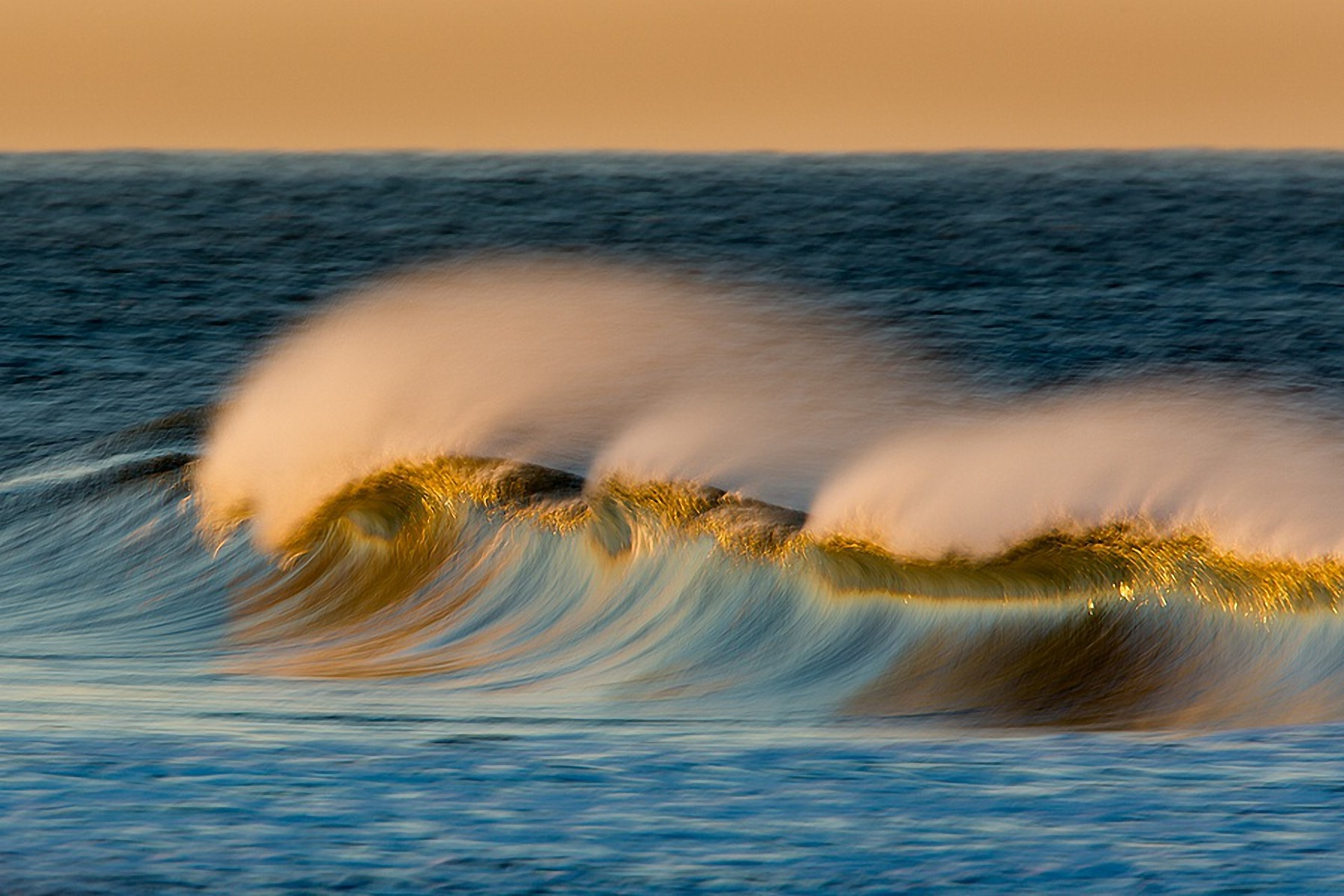 фото с волной морской тамилы социальных