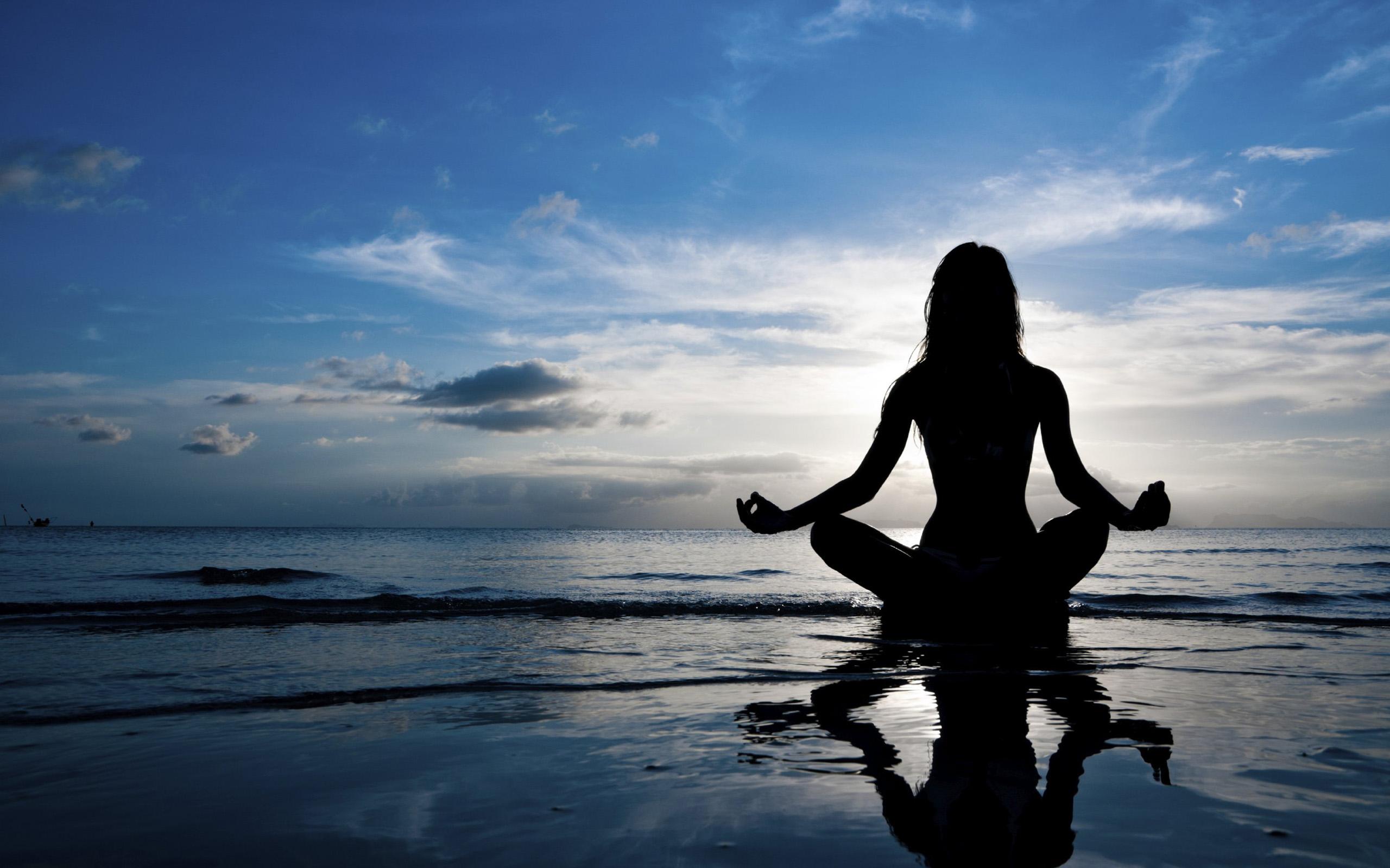 обои для рабочего стола медитирующая девушка № 613329 загрузить