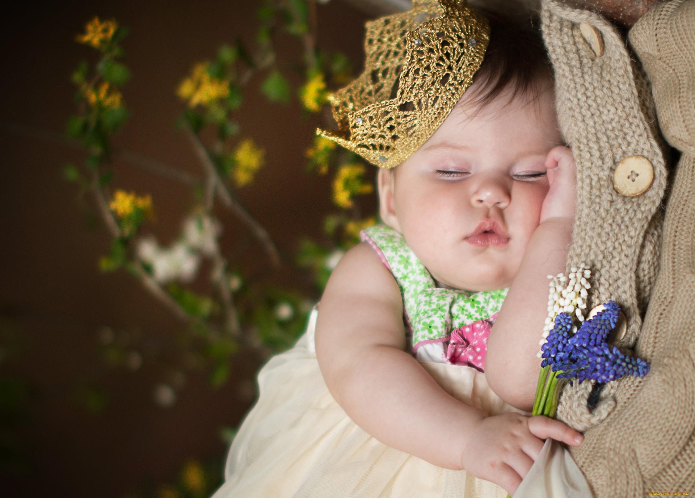 картинка девочка младенец