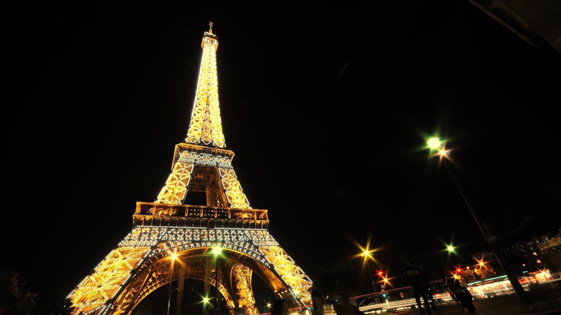 красивые картинки эйфелева башня ночью почему
