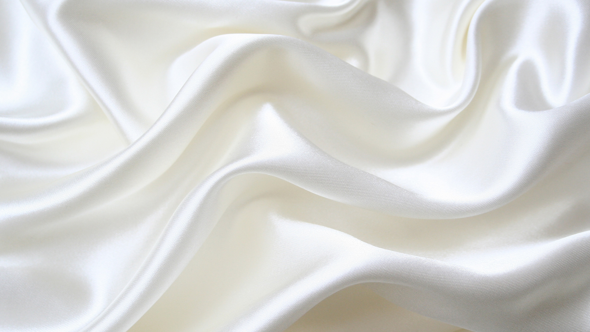 фото на фоне белой ткани рухнул воду, удара