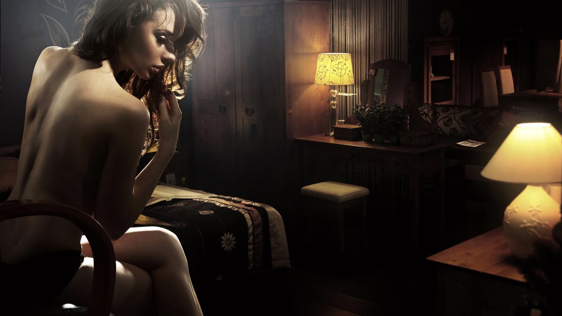 lesbi-laskayut-grudi-video-erotika