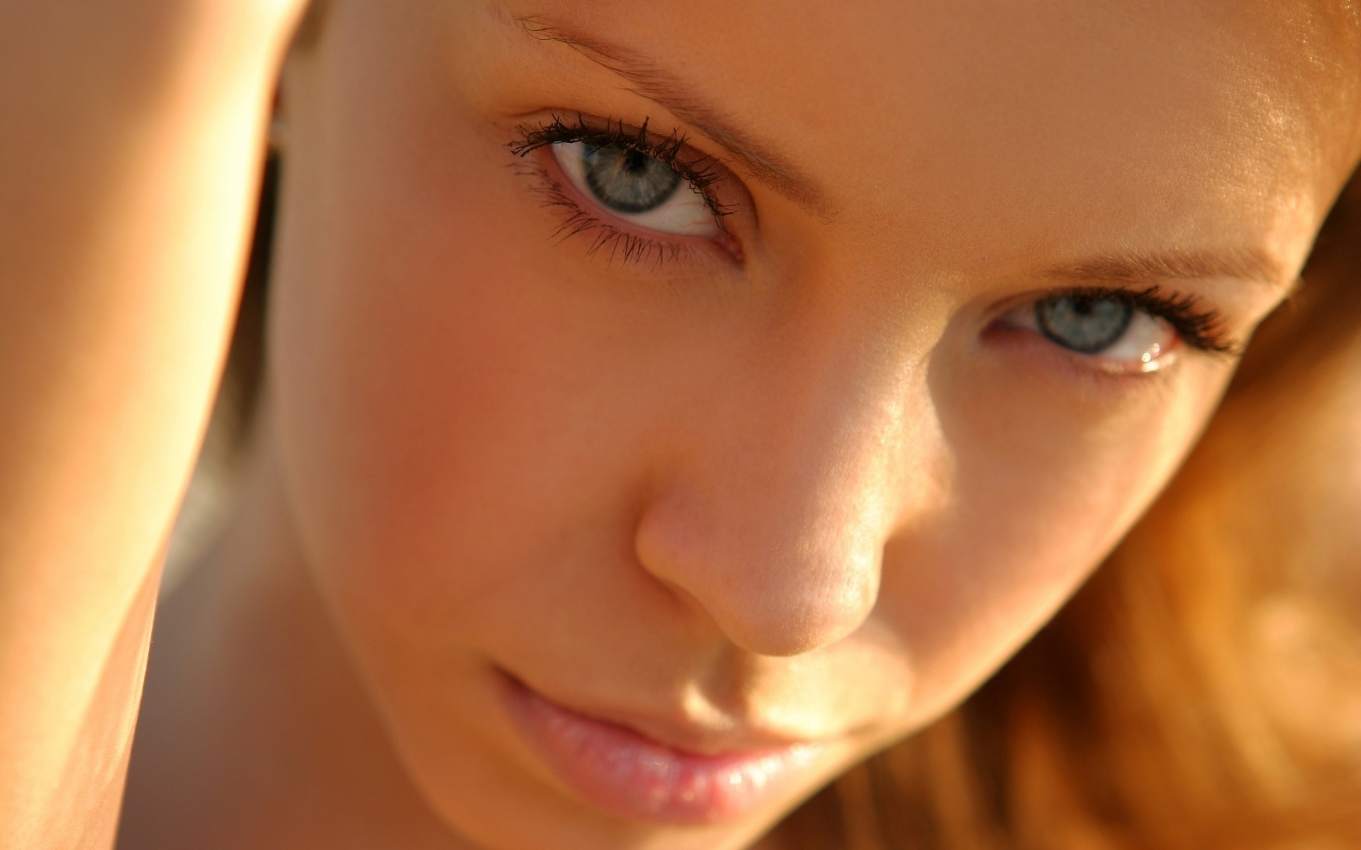 Фото девушки без глаз