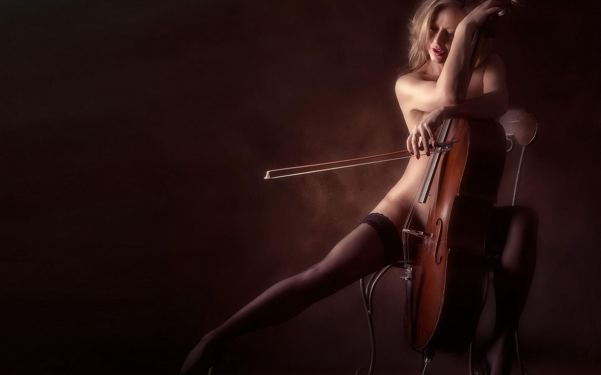 visokokachestvennaya-erotika-s-muzikoy-seks-paren-s-devushkoy-strast-foto