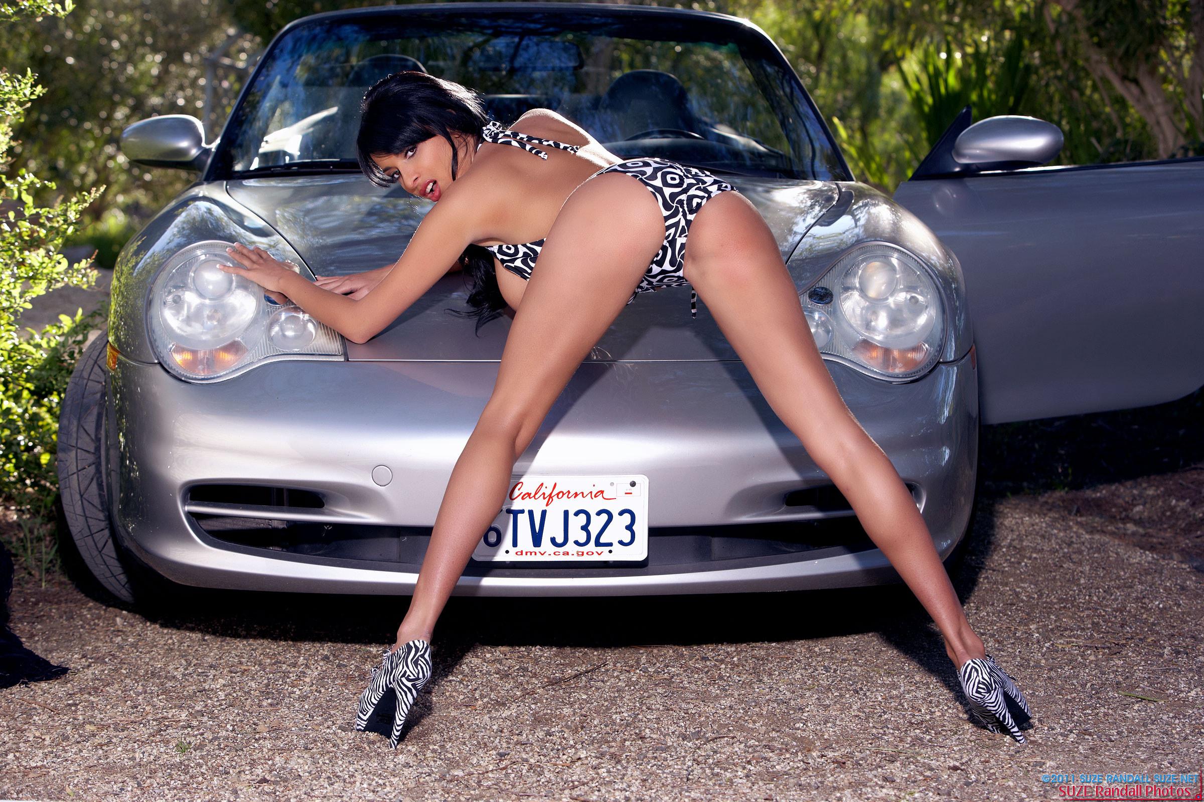devushki-i-avtomobili-erotika-porno-onlayn-chlen-v-yaponskoy-kiske