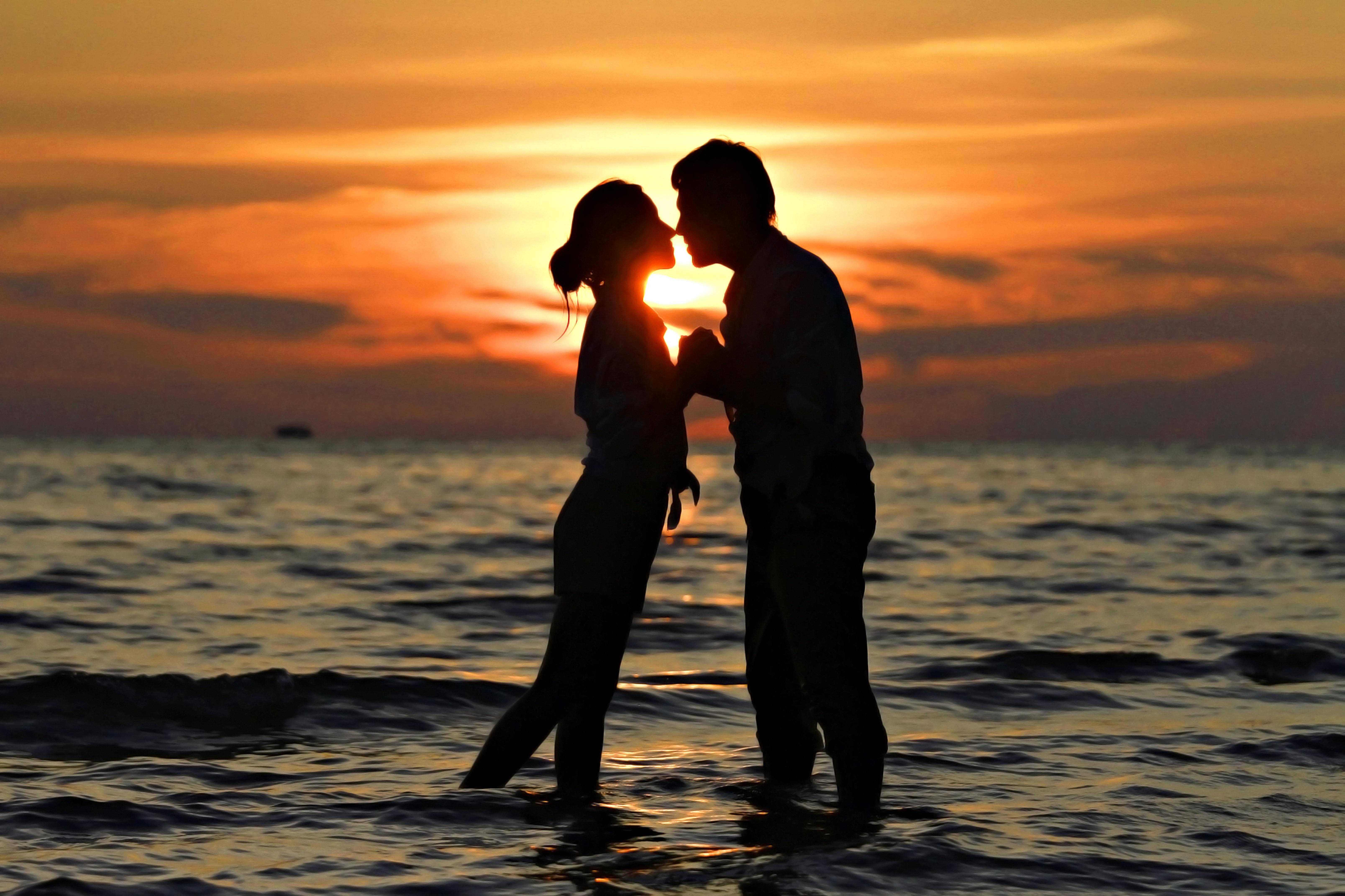 любовь двое обои на рабочий стол № 488392 бесплатно