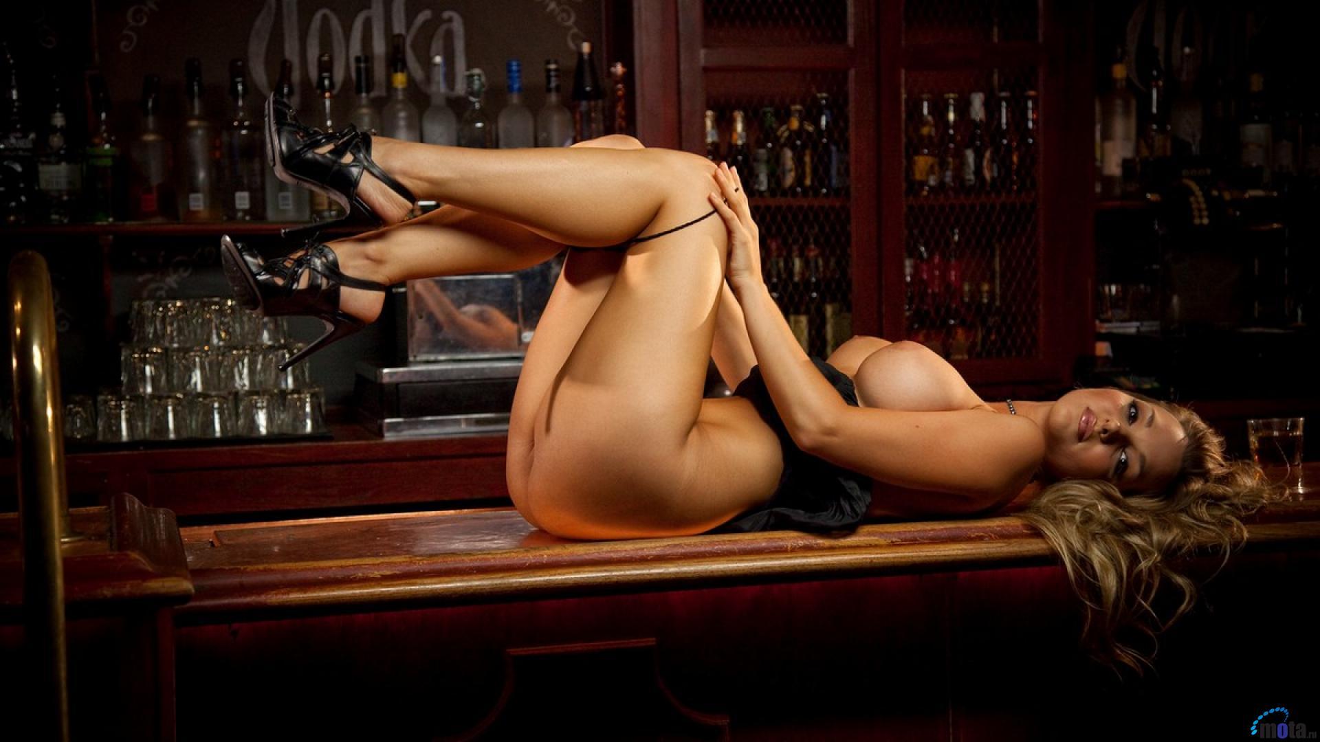 Голые официантки фото hd