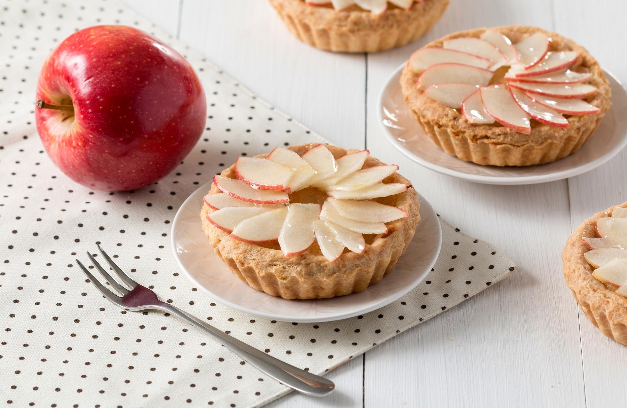 Картинки яблоки на столе сладости