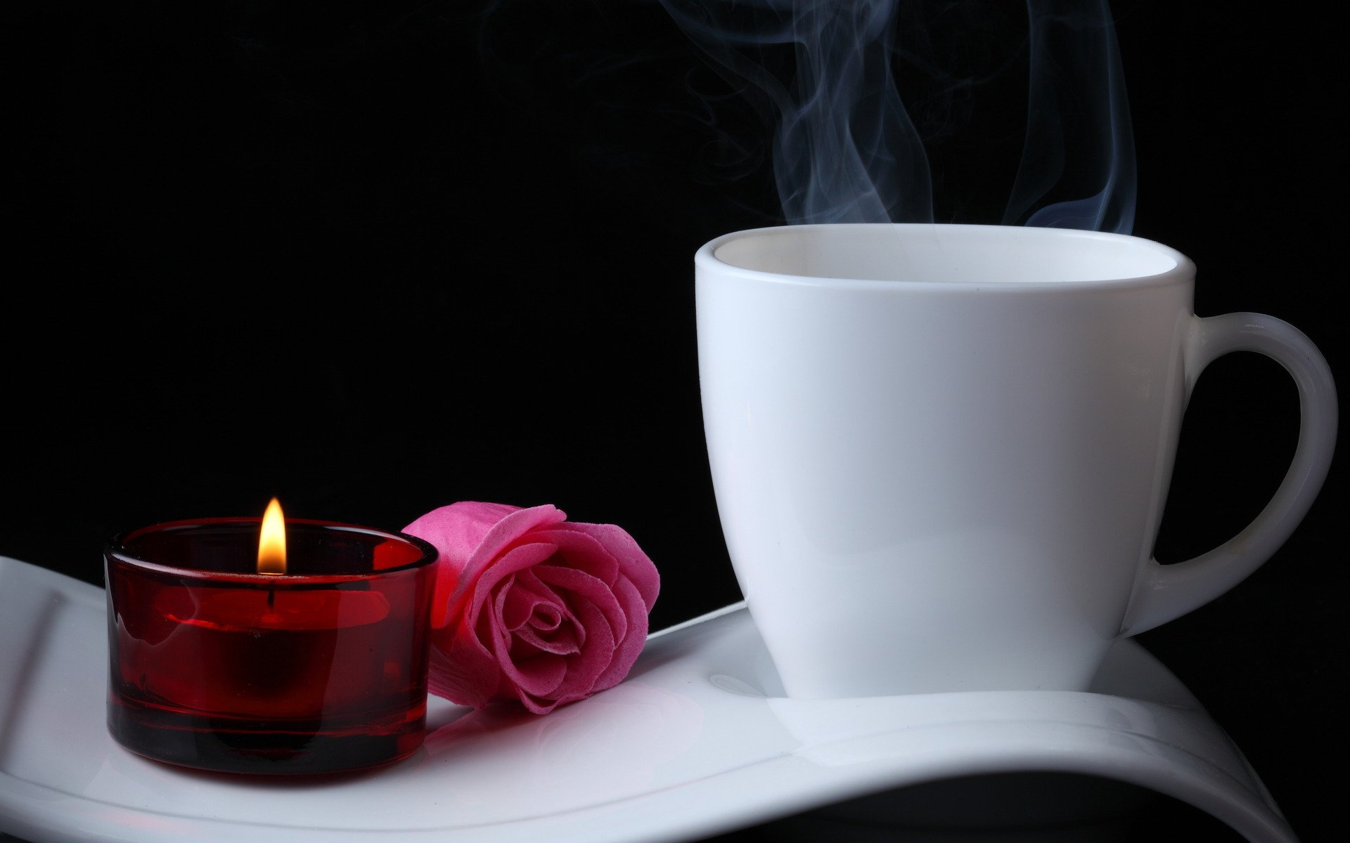 Фото чашка кофе на столе с розой