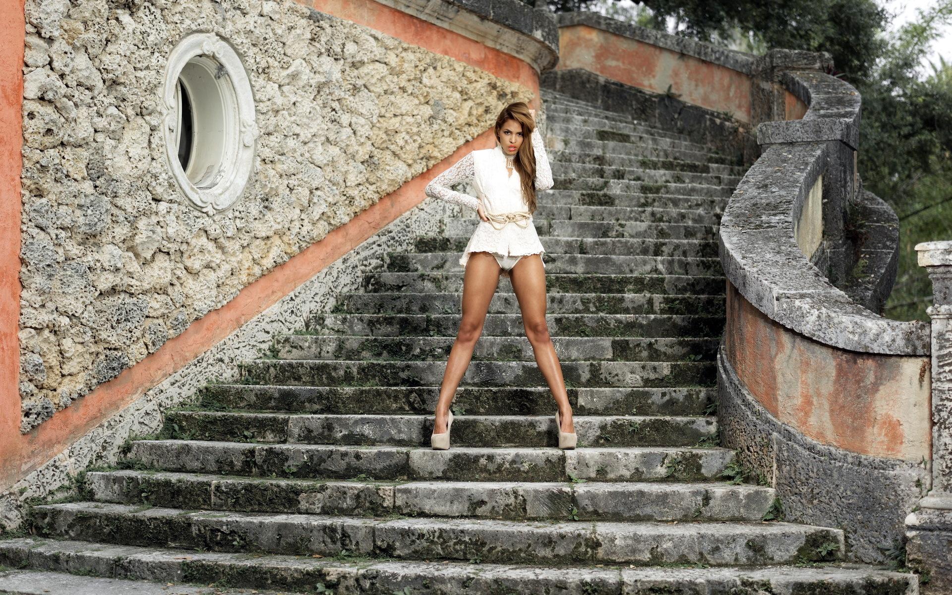 Трахает на лестнице, трахнул на лестнице порно видео и фото на ПростоПорно 12 фотография