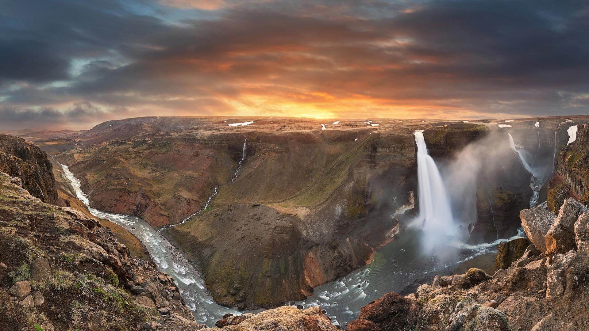 картинка на рабочий стол горы с водопадом десяти лет