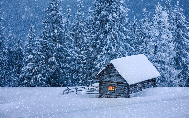 Домик в снегу картинка