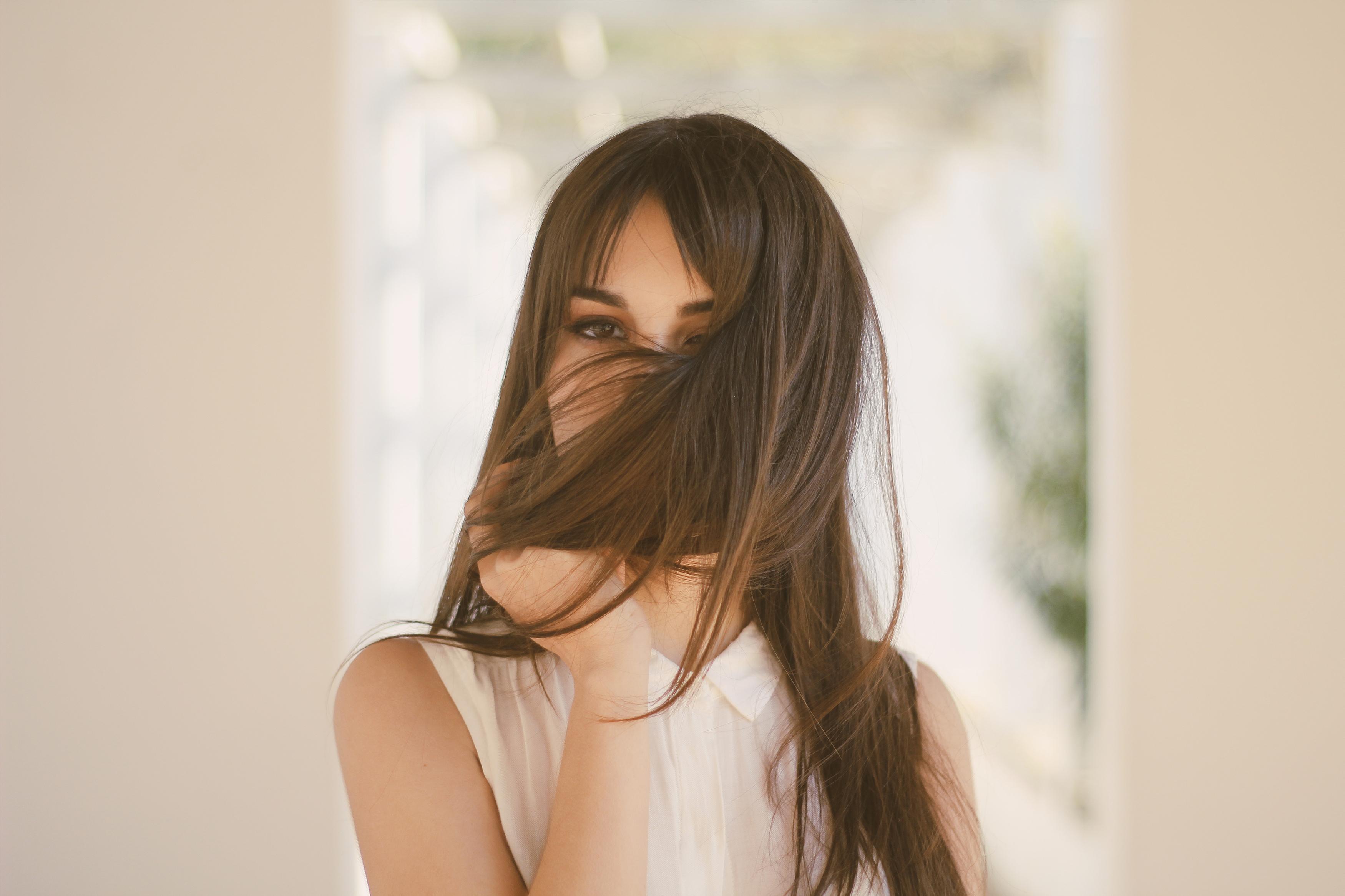 Картинки девушка сзади шатенка