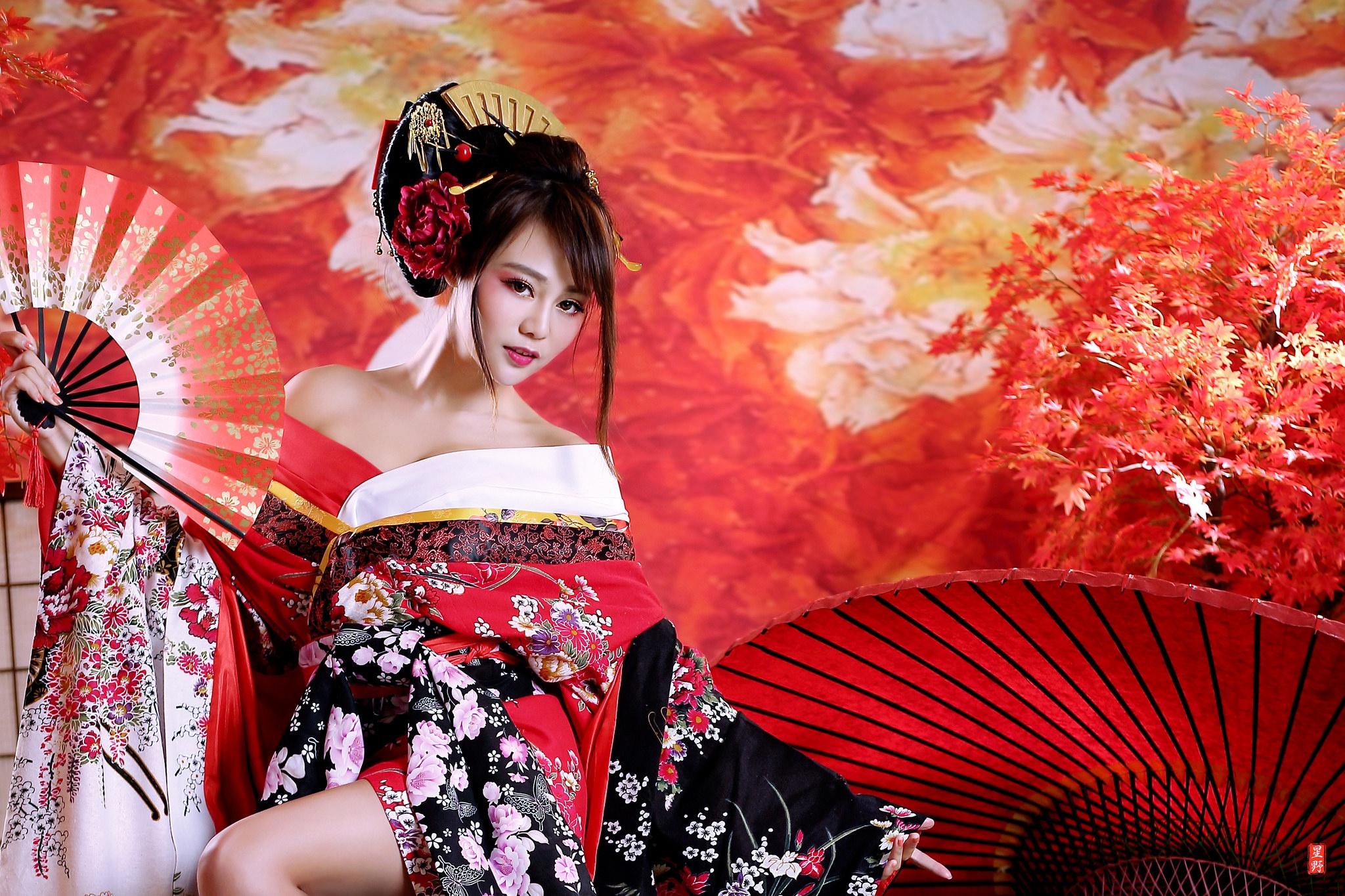 того, фото китаянок с веерами в кимоно долго покидала родовое