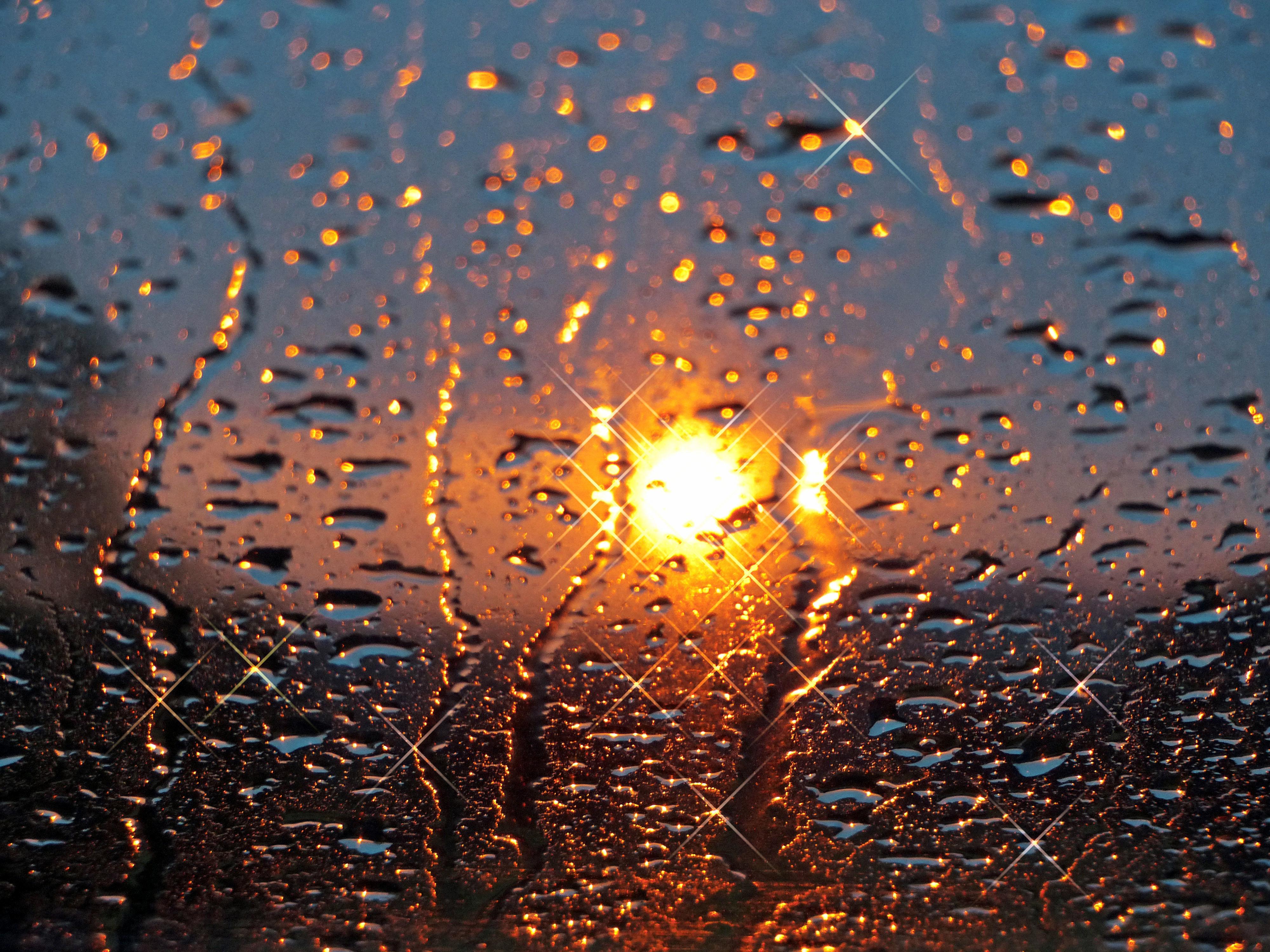 красивые картинки дождя на стекле найти удачное