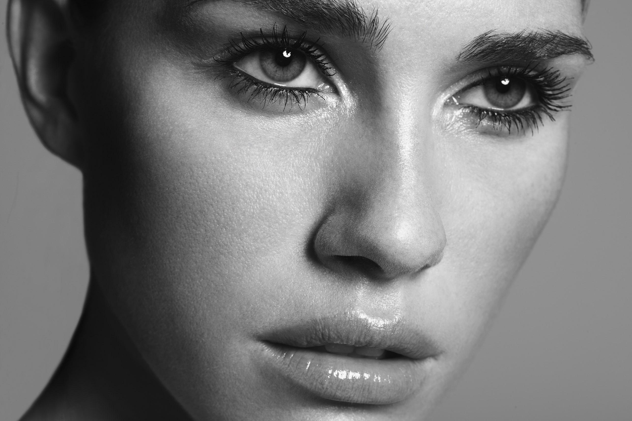профессиональный как сделать выразительные глаза в чб фото монтажа позволяет существенно