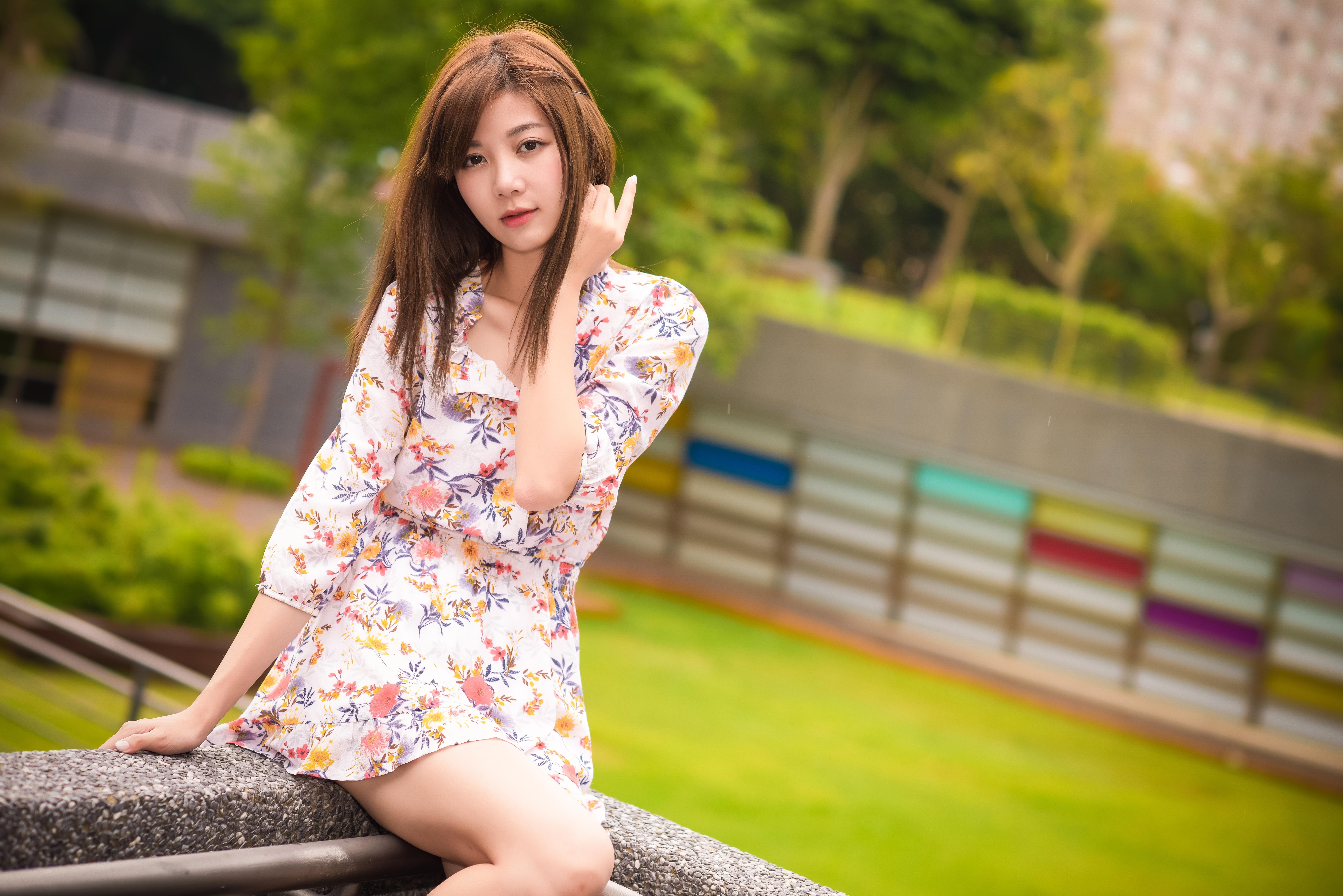 Азиатки в платьях фото, жена мужу приятель порно
