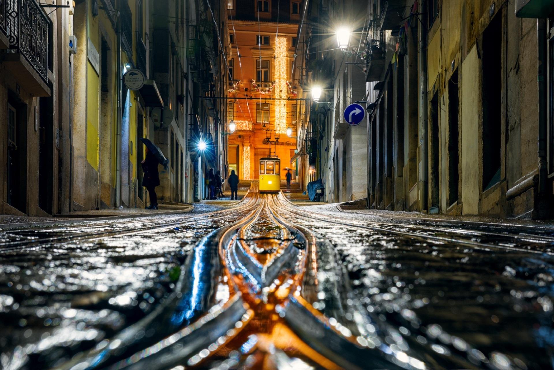 Обои lisbon, трамвай, ночь. Города foto 8