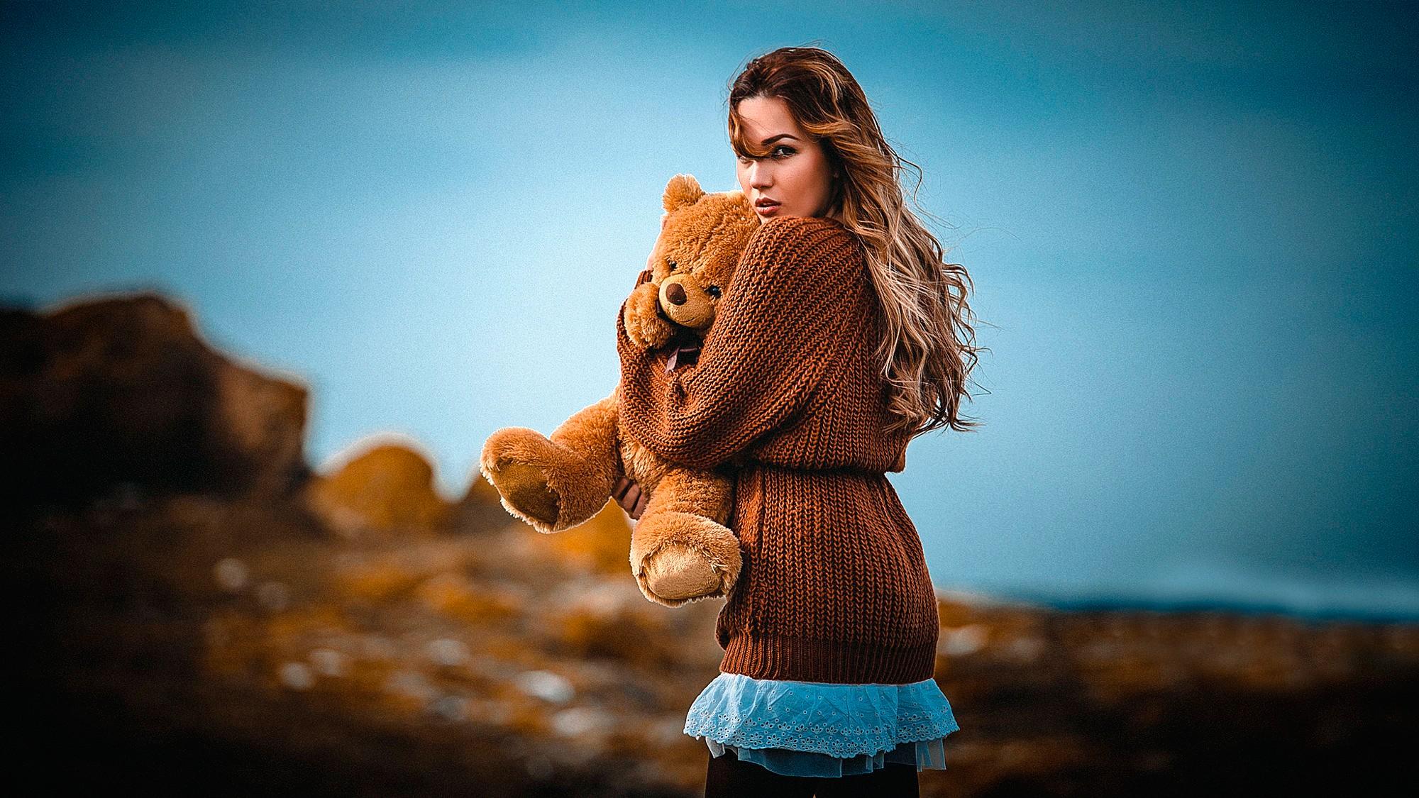 Женщина в свитере картинки