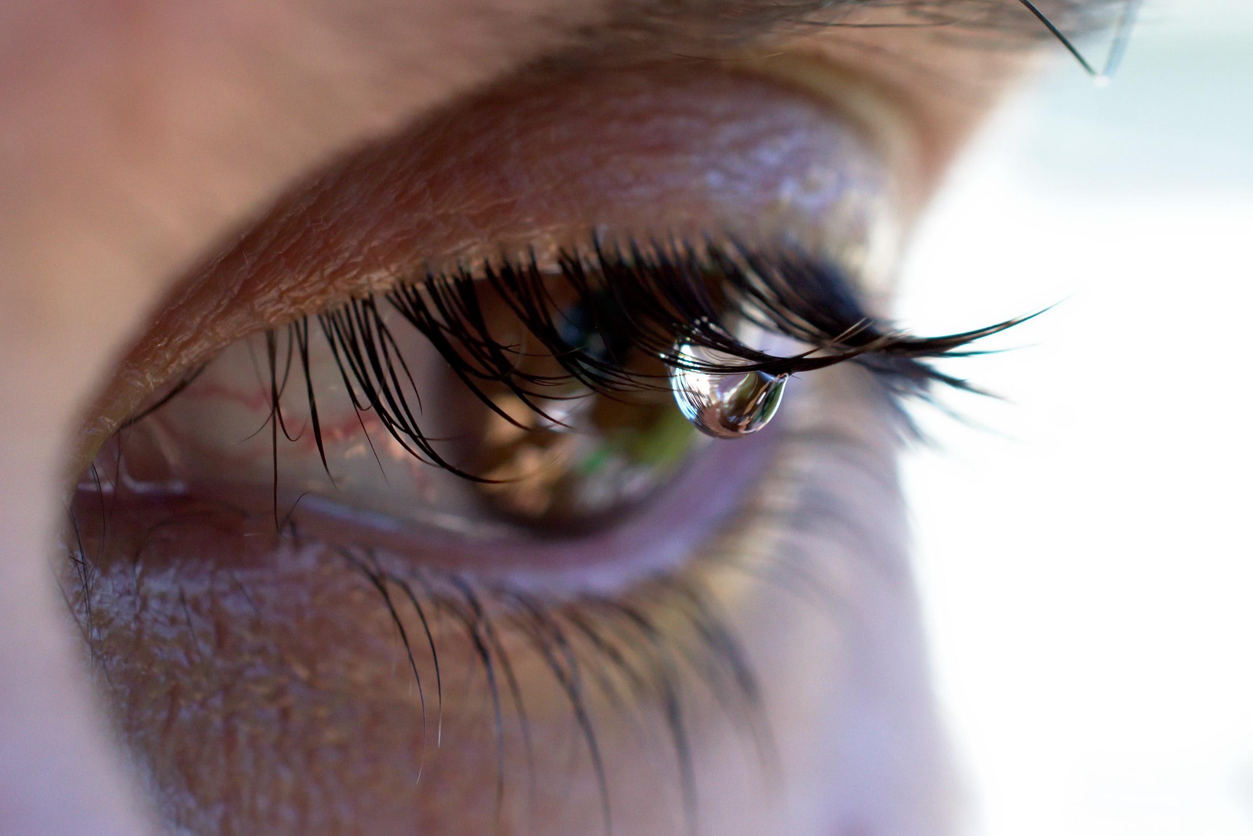 картинки грустных глаз что