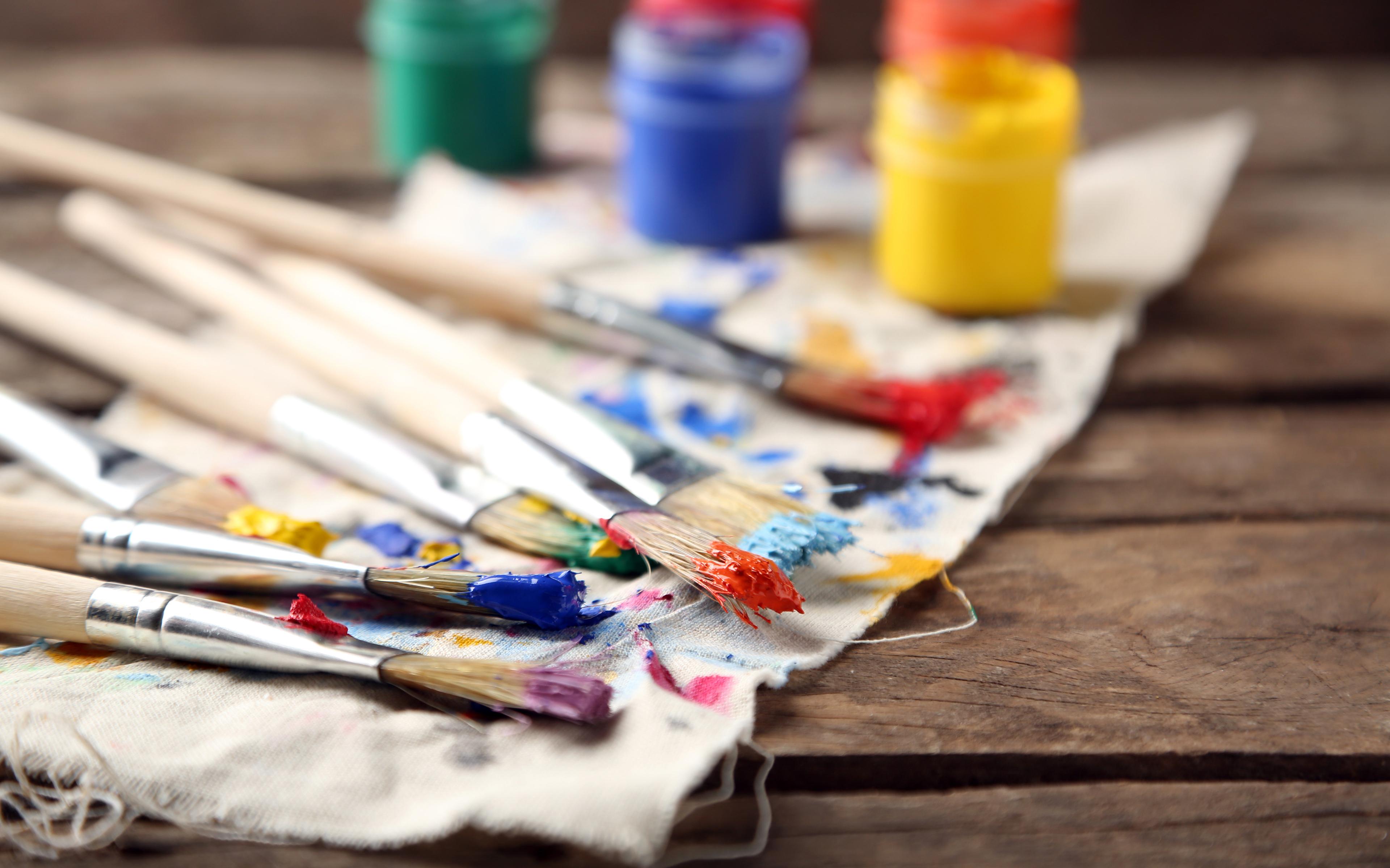 липницкая все картинки с кистями и красками для художников девушек называли