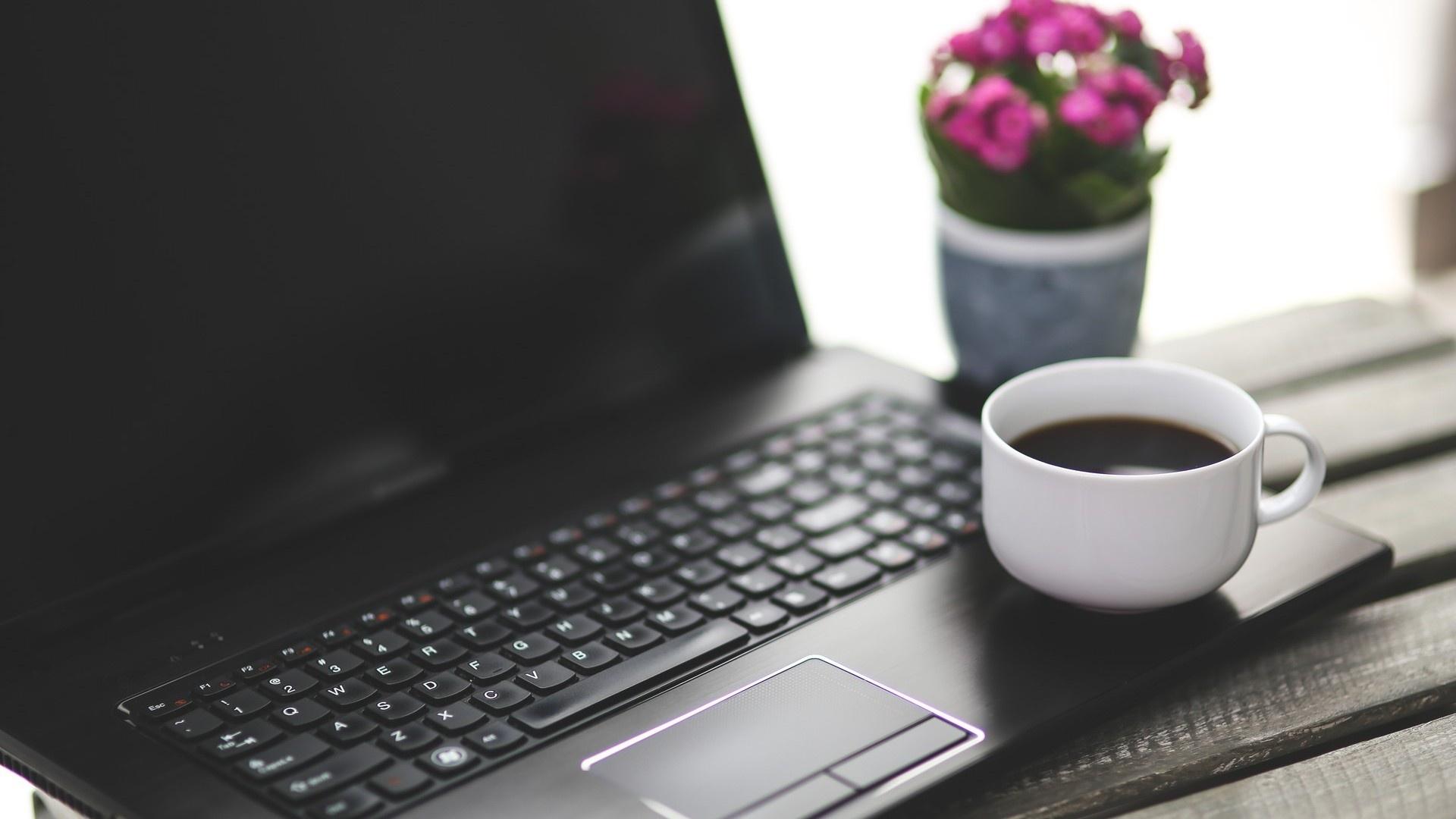 Обои кружка, кофе, notebook, стол, netbook. Разное foto 13