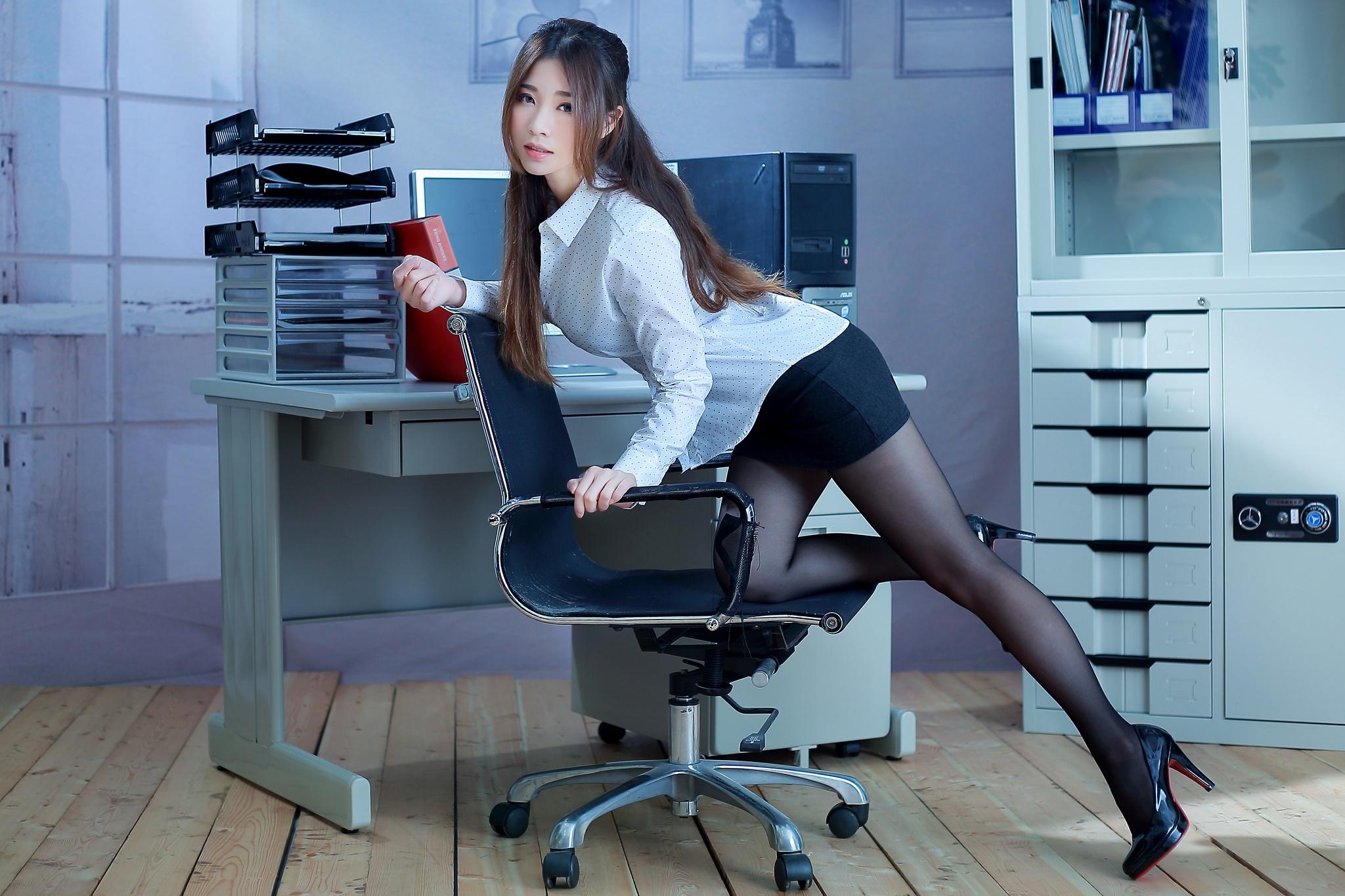секреты секретарши смотреть тогда учился