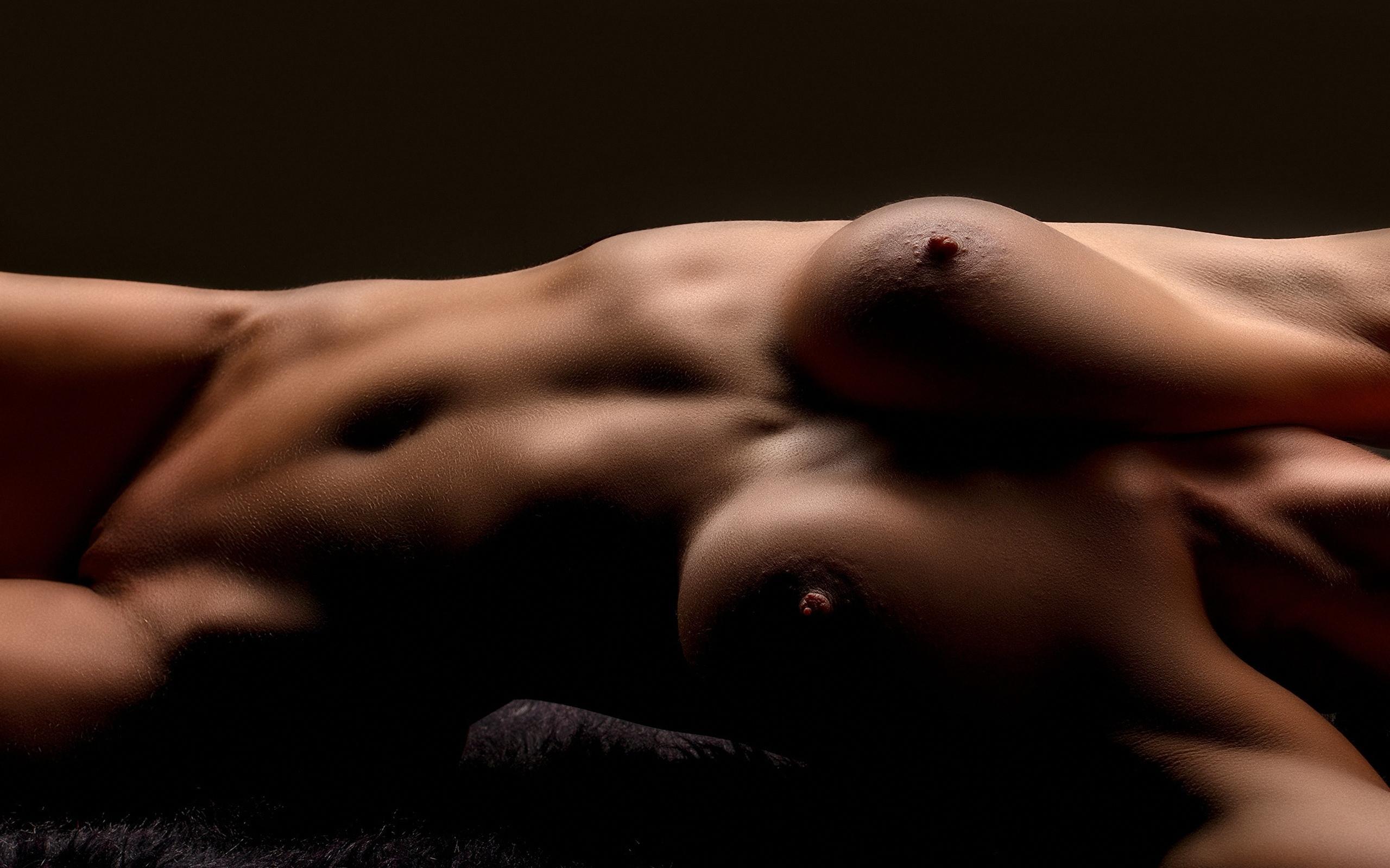 возбуждающие девушки голые дрочит большим