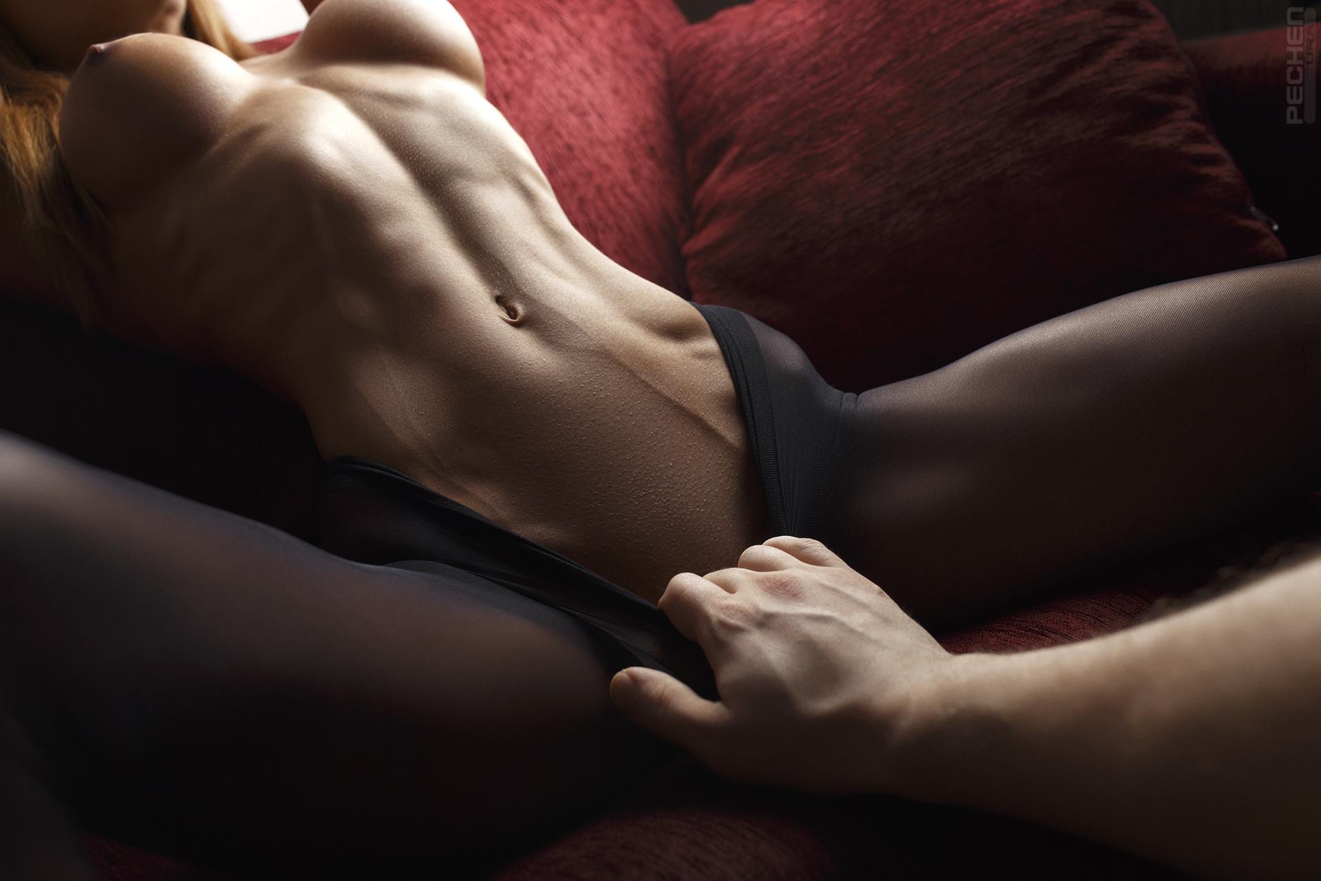 Черные сиськи животик красивый ххх