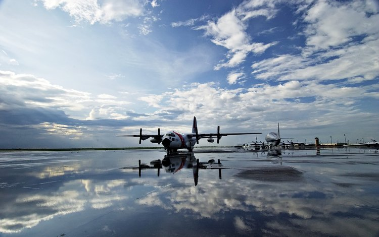 the sky, water, strip, aircraft