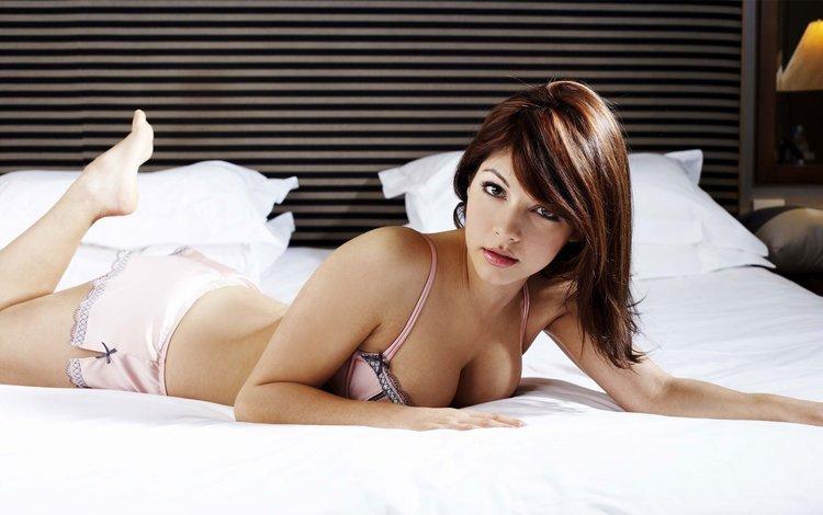 брюнетка, кровать, постель, попка, груди, brunette, bed, ass, breast