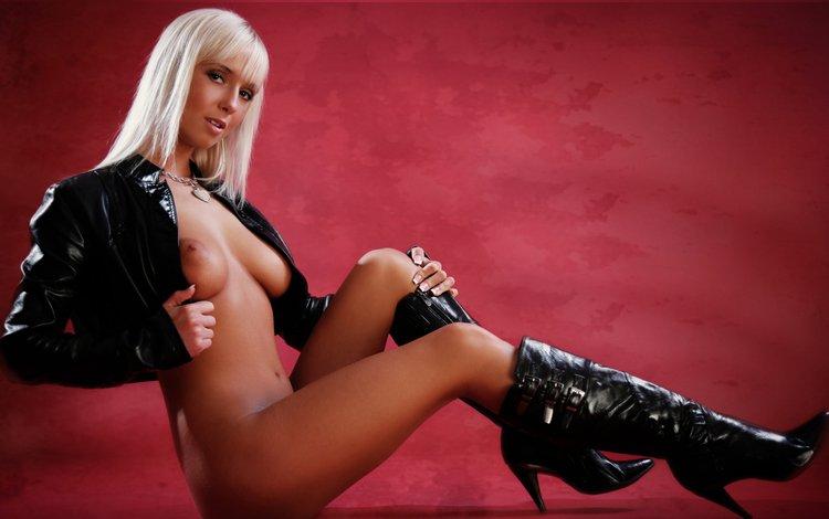 Девушка в кожаном порно фото