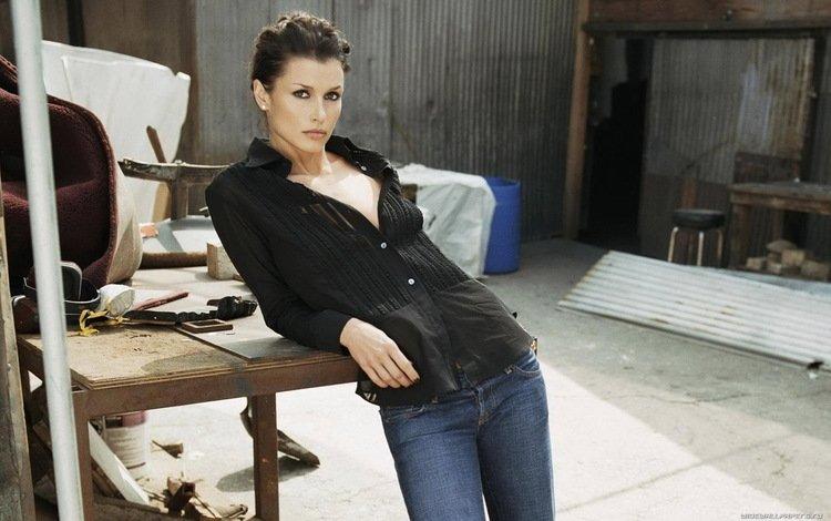 девушка, бриджет мойнэхэн, поза, брюнетка, взгляд, модель, джинсы, лицо, актриса, girl, bridget moynahan, pose, brunette, look, model, jeans, face, actress