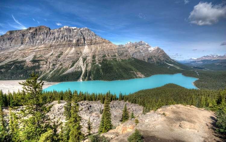 Красивейшее горное озеро с бирюзовой водой