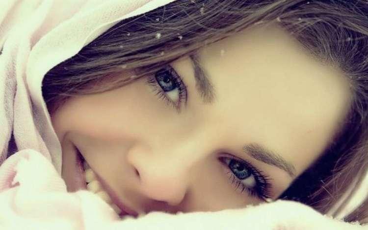 глаза, снег, девушка, улыбка, брюнетка, лицо, платок, eyes, snow, girl, smile, brunette, face, shawl