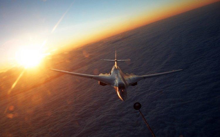 облака, ту 160, солнце, туполев, ту-160, стратегический, blackjack, tupolyov, сверхзвуковой, бомбардировщик-ракетоносец, clouds, tu 160, the sun, tupolev, the tu-160, strategic, supersonic, bomber bomber