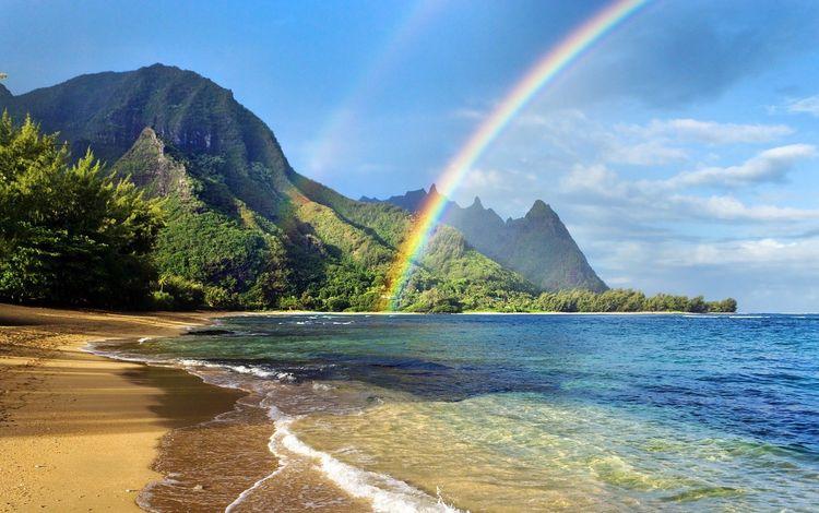 Двойная радуга на берегу океана