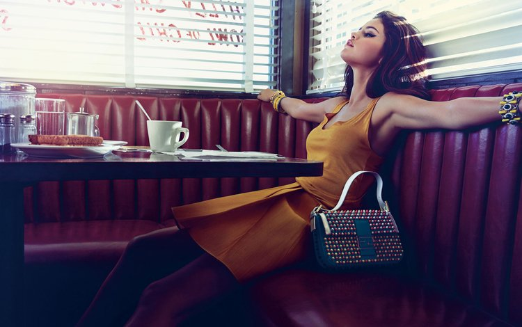 кафе, актриса, певица, столик, селена гомес, селена гомез, cafe, actress, singer, table, selena gomez