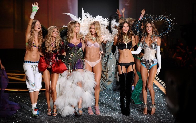 девушки, victoria secret, gевочка, ножки, модели, подиум, показ, сапожки, наряды, босоножки, girls, girl, legs, model, podium, the show, boots, outfits, sandals