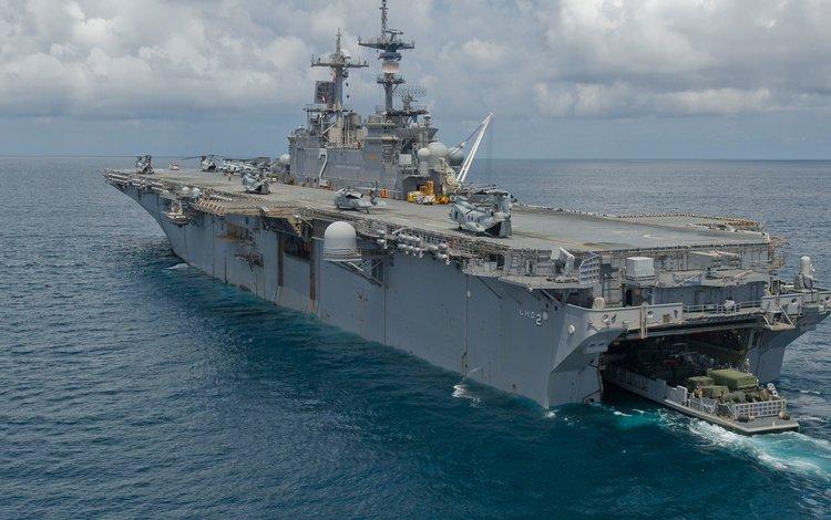 ship, deck, (lhd-2), uss essex, landing
