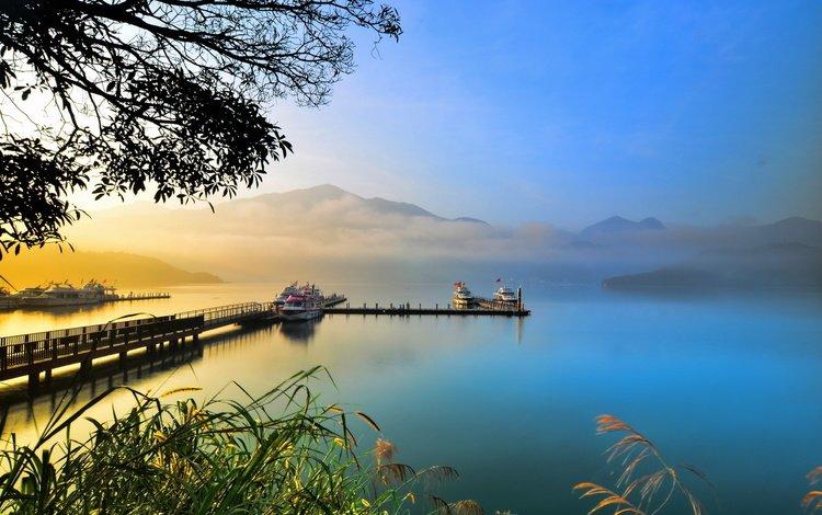 озеро, горы, туман, причал, штиль, катера, lake, mountains, fog, pier, calm, boats