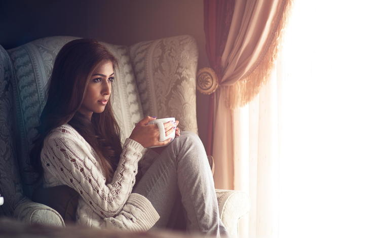 девушка, комната, кружка, кресло, окно, уют, занавески, girl, room, mug, chair, window, comfort, curtains
